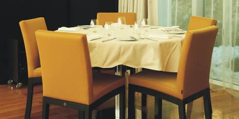Mesa de refeição: Espaços de restauração  por Traço Magenta - Design de Interiores