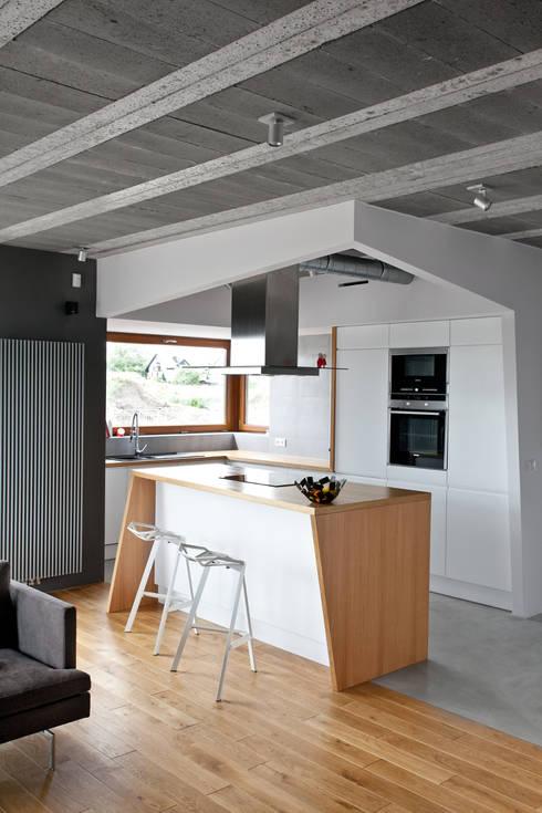 Beam & Block House: styl , w kategorii Kuchnia zaprojektowany przez mode:lina™