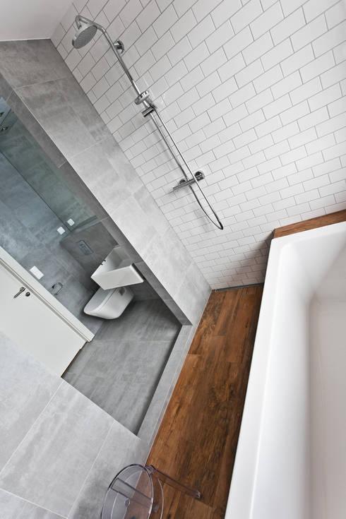 Beam & Block House: styl , w kategorii Łazienka zaprojektowany przez mode:lina™