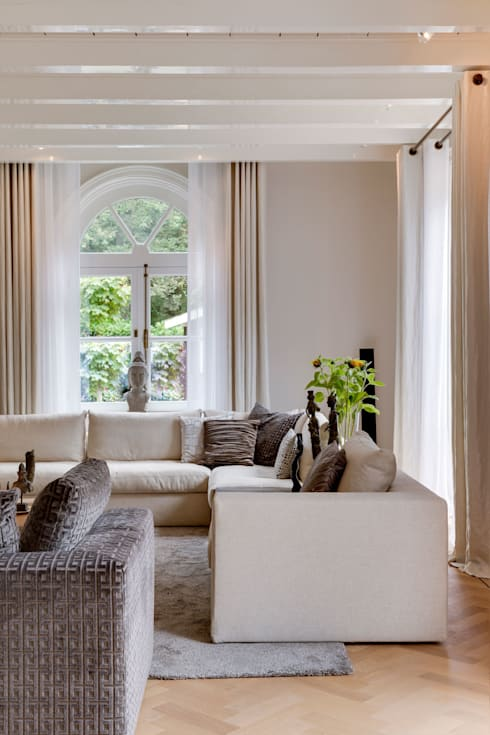 https://images.homify.com/c_fill,f_auto,q_auto,w_490/v1438985423/p/photo/image/444365/woonkamer_landhuis6.jpg