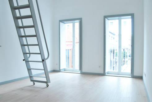 Vivienda estudio en planta segunda: Salones de estilo escandinavo de Estudio de Arquitectura Sra.Farnsworth