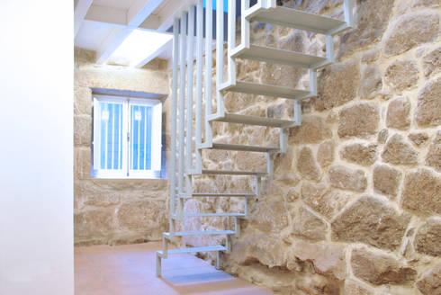 Vista del dúplex. Planta baja: Salones de estilo escandinavo de Estudio de Arquitectura Sra.Farnsworth