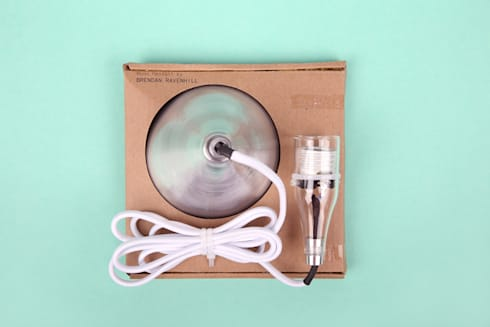 Brendan Ravenhill's single Pendant in the packaging:   door Booo BV