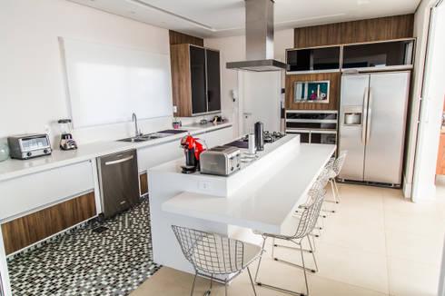 Cozinha: Cozinhas modernas por HAUS