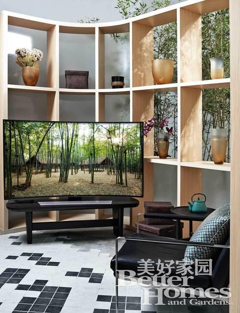 SPACE SHOW, Beijing, China: Baños de estilo minimalista de LATITUDE