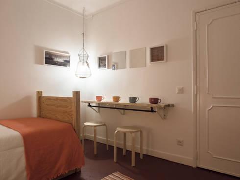 NiceWay Cascais Beach Hostel: Quartos modernos por MUDA Home Design