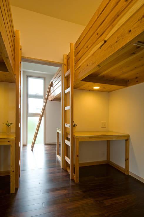 庭の家: プラソ建築設計事務所が手掛けた子供部屋です。