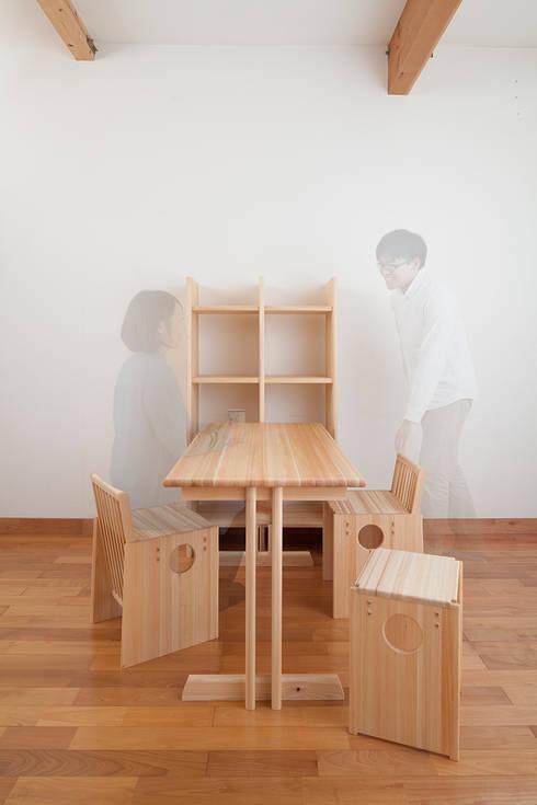 OBUSUMA: tona BY RIKA KAWATO / tonaデザイン事務所が手掛けた勉強部屋/オフィスです。