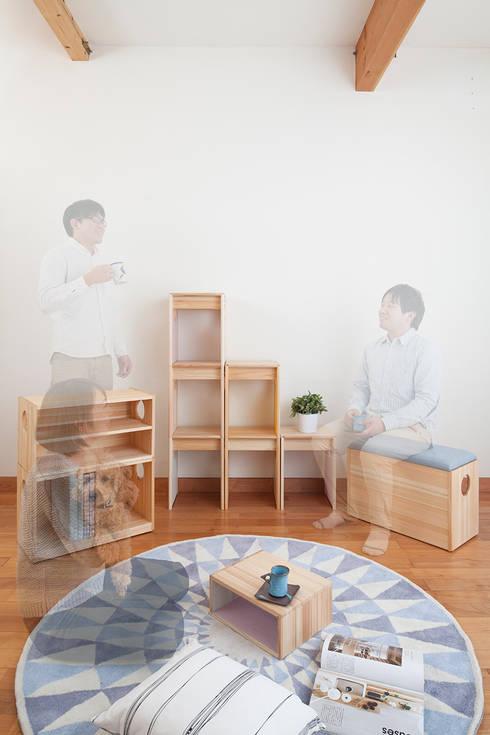 OBUSUMA: tona BY RIKA KAWATO / tonaデザイン事務所が手掛けた多目的室です。
