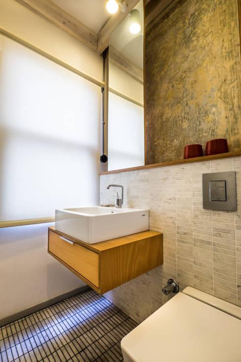 Atelye 70 Planners & Architects – Gabriel Apartment Bathroom: modern tarz Banyo