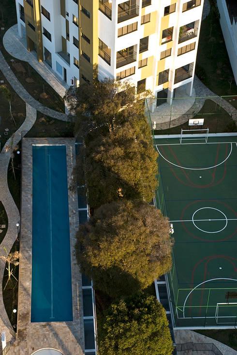 Jabuticabeiras Building: Jardins modernos por ARQdonini Arquitetos Associados