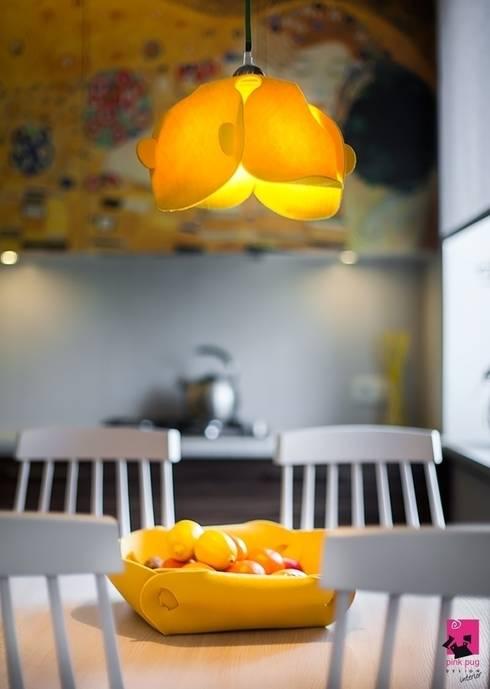 Convallaria Lamp: styl , w kategorii Jadalnia zaprojektowany przez Pink Pug Design