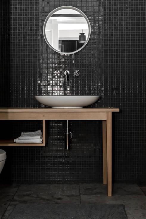 Dom pod Berlinem: styl , w kategorii Łazienka zaprojektowany przez Loft Kolasiński