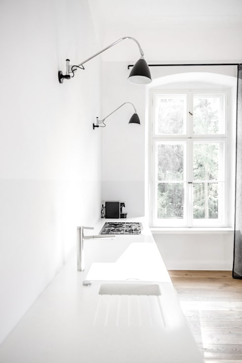 Dom pod Berlinem: styl , w kategorii Kuchnia zaprojektowany przez Loft Kolasiński