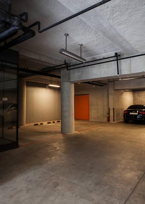 지하주차장: 라움플랜 건축사사무소의