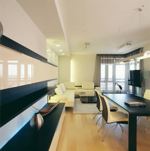 Гостиная  - столовая: Гостиная в . Автор – Архитектурное бюро Лены Гординой