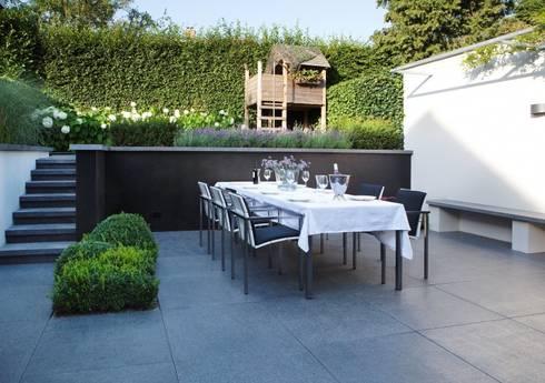 Geborgen Stadstuin : moderne Tuin door Hendriks Hoveniers