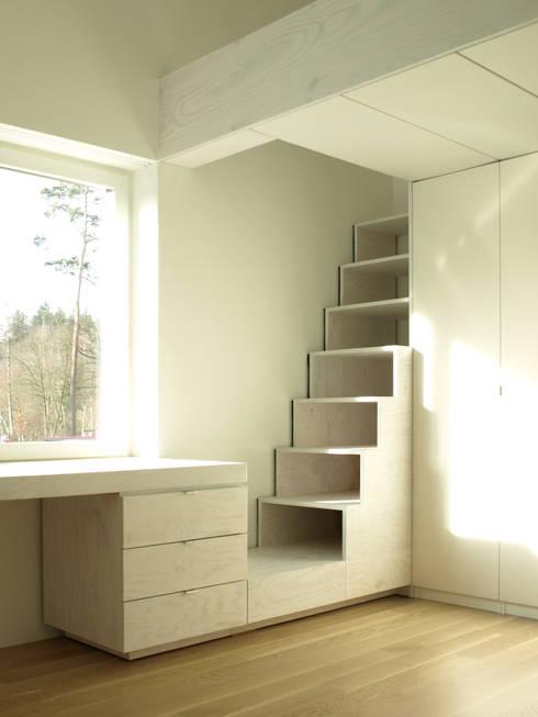 Nursery/kid's room by Viktor Filimonow Architekt in München