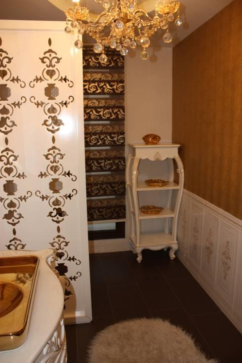 classic Bathroom by AYAYAPITASARIM