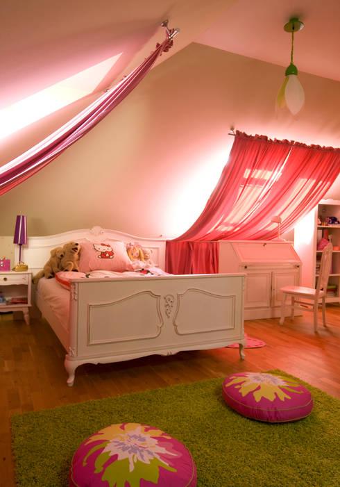 Dom Tancerzy: styl , w kategorii Pokój dziecięcy zaprojektowany przez Pracownia Projektowa Poco Design
