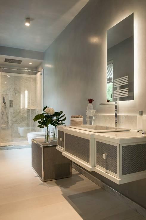 BAGNO OSPITI: Bagno in stile in stile Moderno di Studio Architettura Carlo Ceresoli