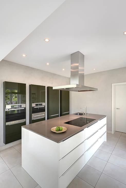 Кухня в . Автор – 28 Grad Architektur GmbH