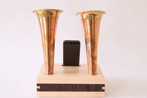 Double Canadian Hunting Horn iPhone: moderne Woonkamer door Baltazar's Barn