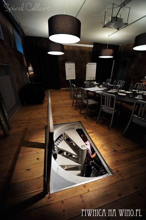 SHOWROOM Spiral Cellars w Polsce - Winosfera, ul. Chłodna 31, Warszawa : styl , w kategorii Piwnica win zaprojektowany przez PIWNICA na WINO