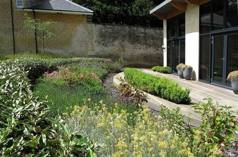 Walled Garden, Bradford Upon Avon: modern Garden by Katherine Roper Landscape & Garden Design