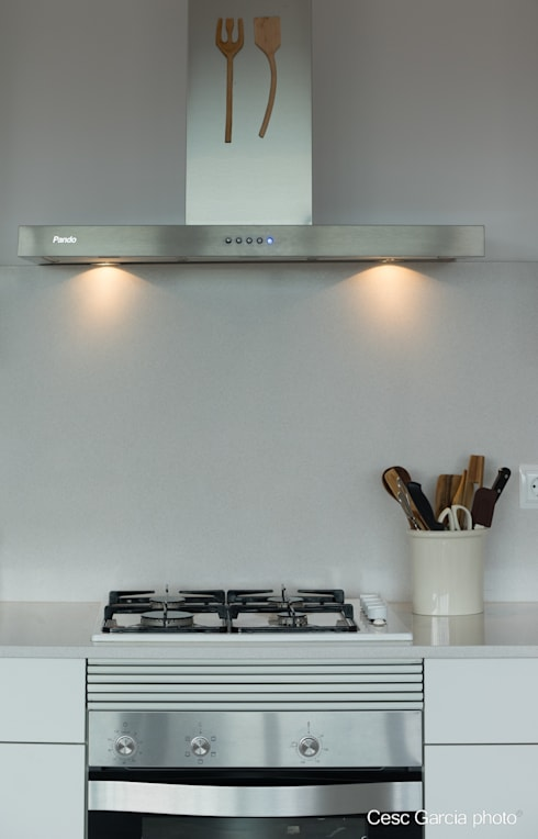 Campana decorativa PANDO: Cocinas de estilo moderno de Nivell Estudi de Cuines, S.L