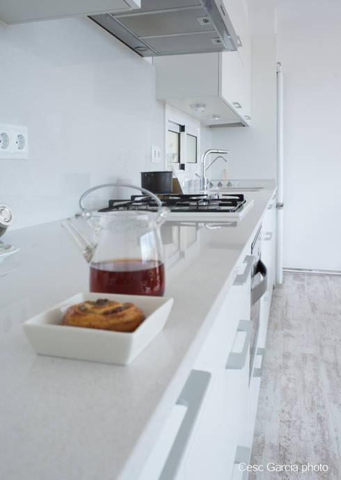 Encimera Silestone: Cocinas de estilo moderno de Nivell Estudi de Cuines, S.L