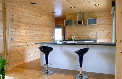 Cocina Natura Blu 111: Cocinas de estilo moderno de Casas Natura