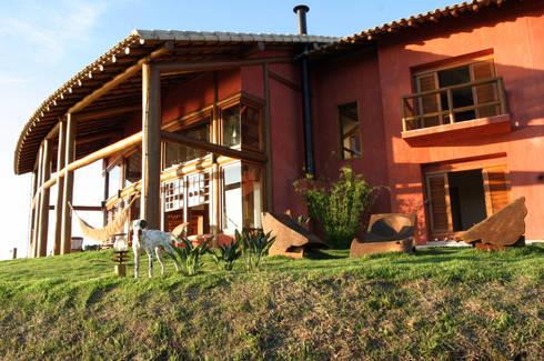 Residência ML: Casas rústicas por Mascarenhas Arquitetos Associados