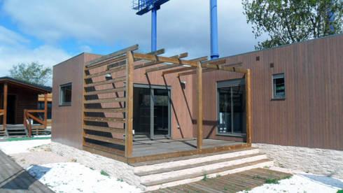 Exterior Natura Blu 111  : Casas de estilo moderno de Casas Natura