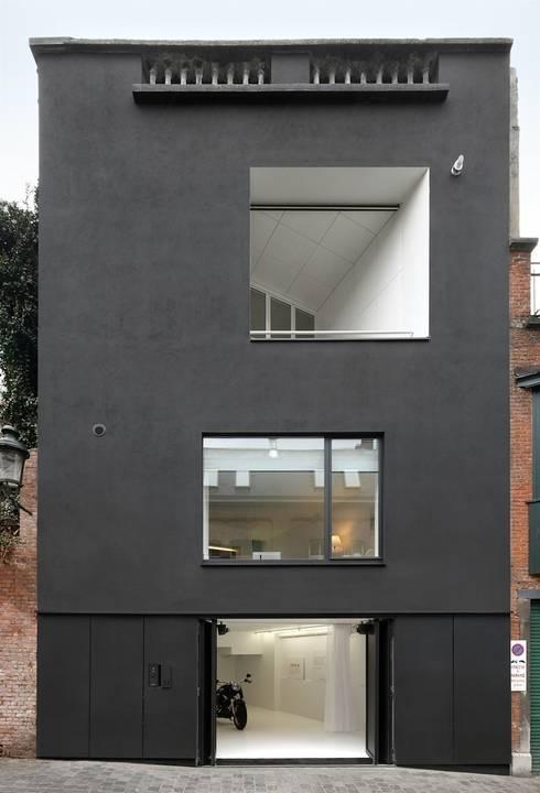 FACADE AVANT: Maisons de style de style Moderne par o2-architectes