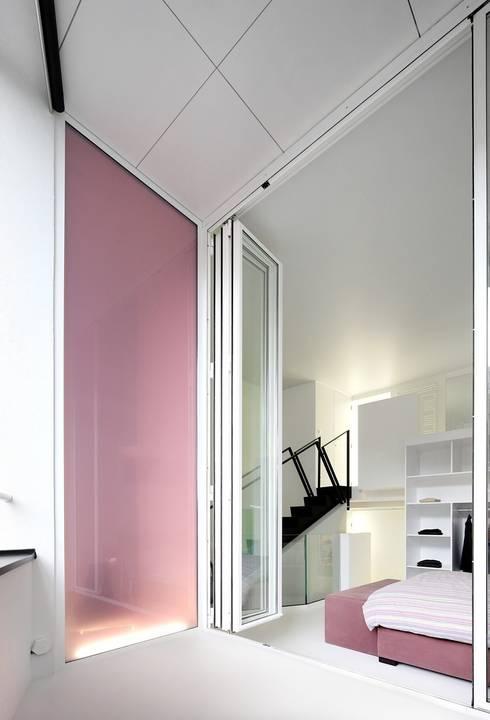 La terrasse: Terrasse de style  par o2-architectes
