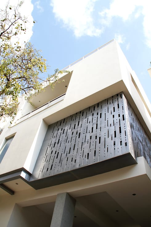 ANAND RESIDENCE: modern Houses by Muraliarchitects