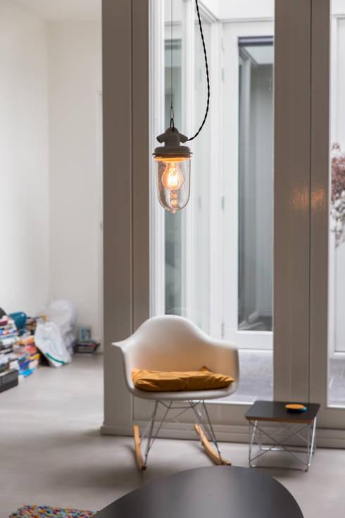 Interior Projects: minimalistische Woonkamer door Blom & Blom