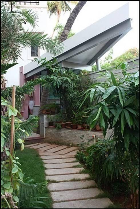 MUBARAK ALI RESIDENCE: modern Garden by Muraliarchitects
