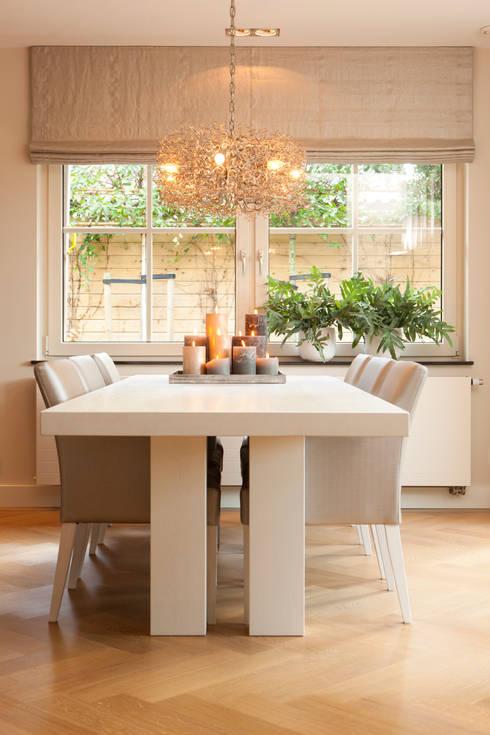 Comedores de estilo moderno por huis van strijdhoven
