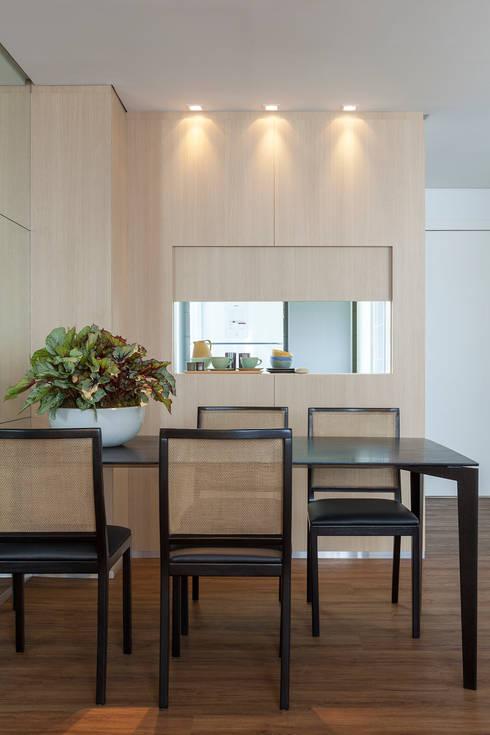 62m2 de muito conforto: Sala de jantar  por Nara Cunha Arquitetura e Interiores