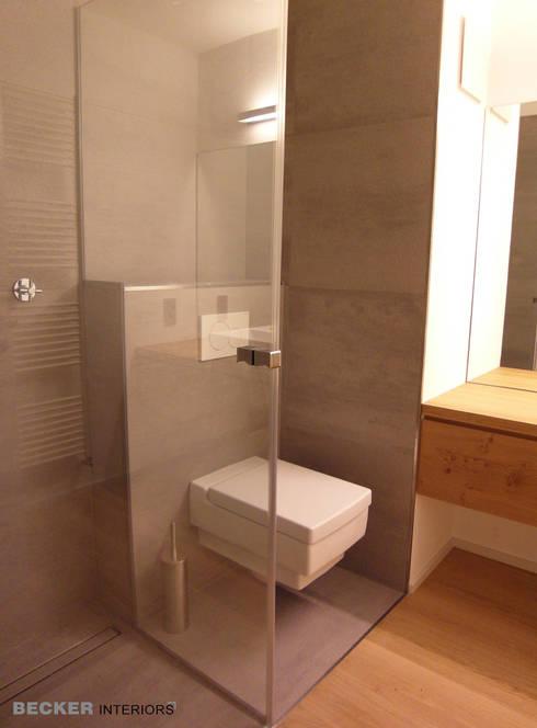 Gäste-Bad / Toilette, Dusche: moderne Badezimmer von BECKER INTERIORS