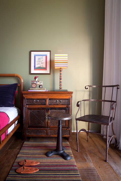 غرفة نوم تنفيذ Nara Cunha Arquitetura e Interiores