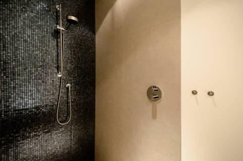 Badkamer Deluxe: moderne Badkamer door Grego Design Studio