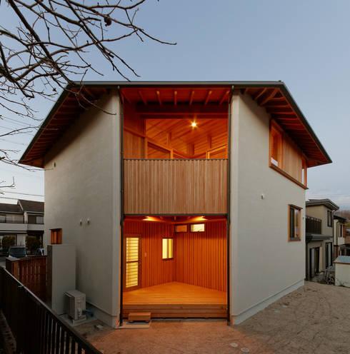 Casas de estilo  por 磯村建築設計事務所