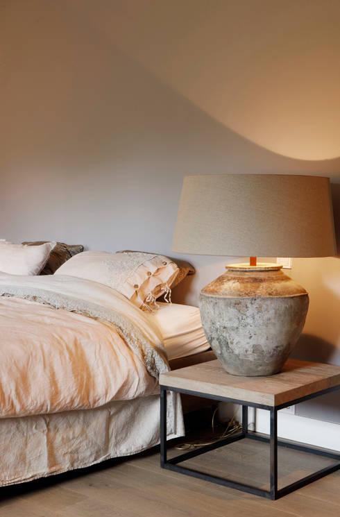 Project Ten Klei: moderne Slaapkamer door huis van strijdhoven