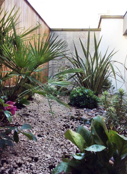 mediterranean Garden by AR Architecture