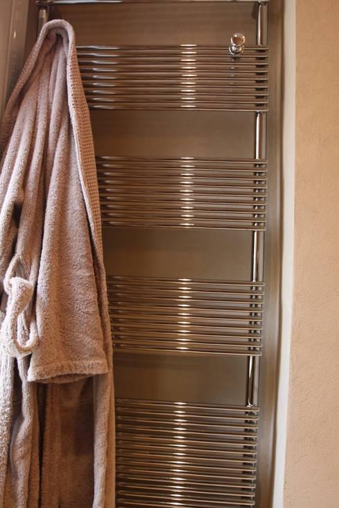 modern Bathroom by Giuseppe Maria Padoan bioarchitetto - casarmonia progetti e servizi