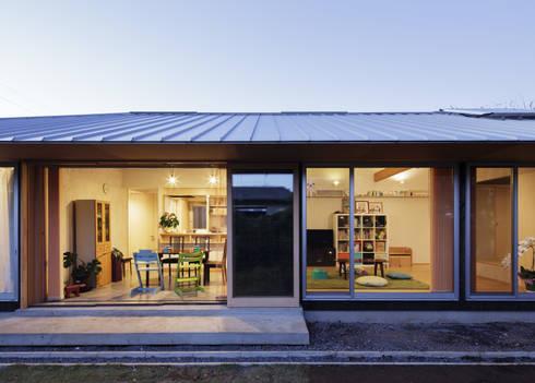 ダイニングの大きな窓: m・style 一級建築士事務所が手掛けた家です。