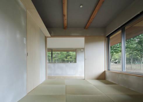 各部屋とつながる和室: m・style 一級建築士事務所が手掛けた家です。